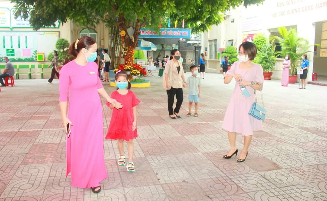 Học sinh lớp 1 các trường Tiểu học quận Hồng Bàng tựu trường